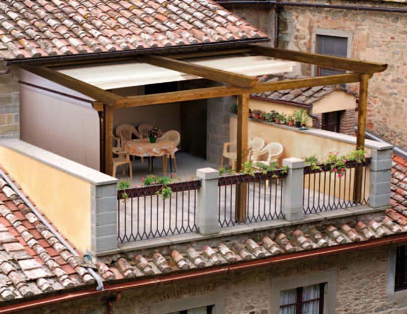 Навнс на балкон в деревянном доме..